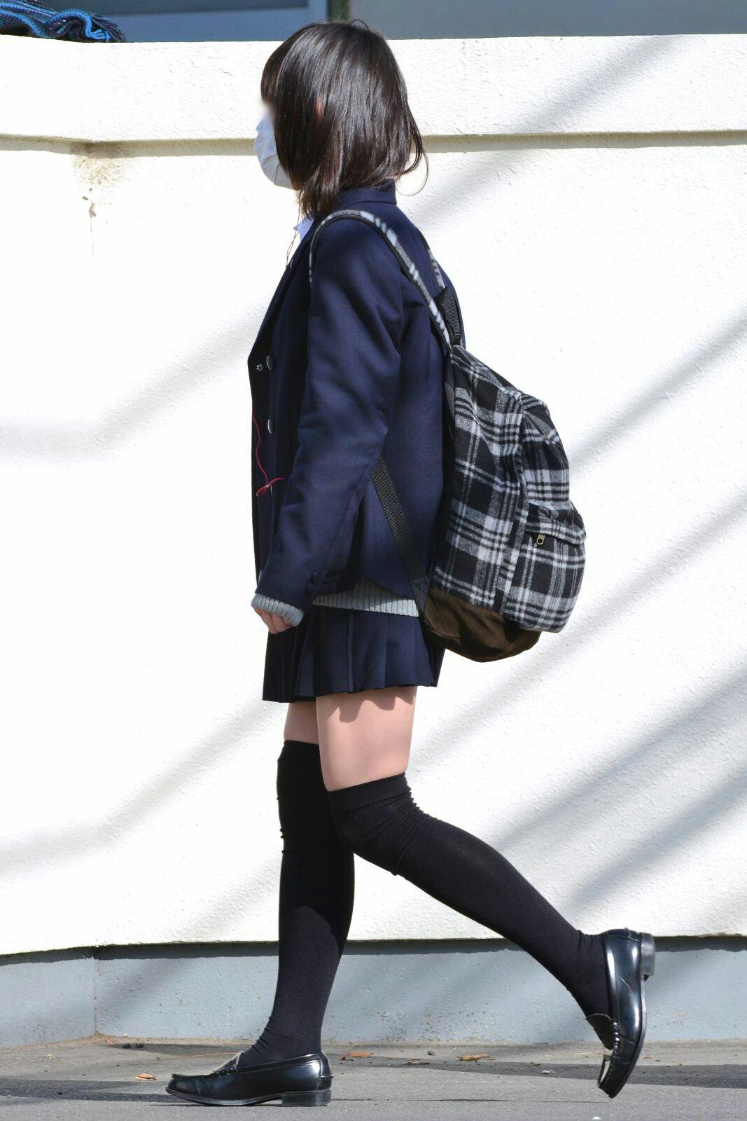 女子高生のニーハイと太もものコントラストがだいすきwwwww 5IdxFWf