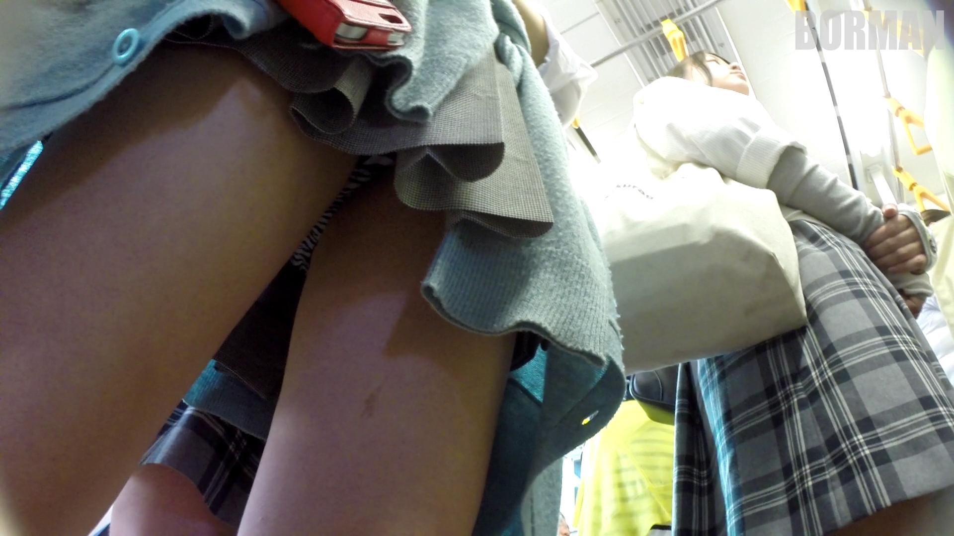 身体検査の女生が着姿が生々しすぎて勃起不可避な自撮り画像