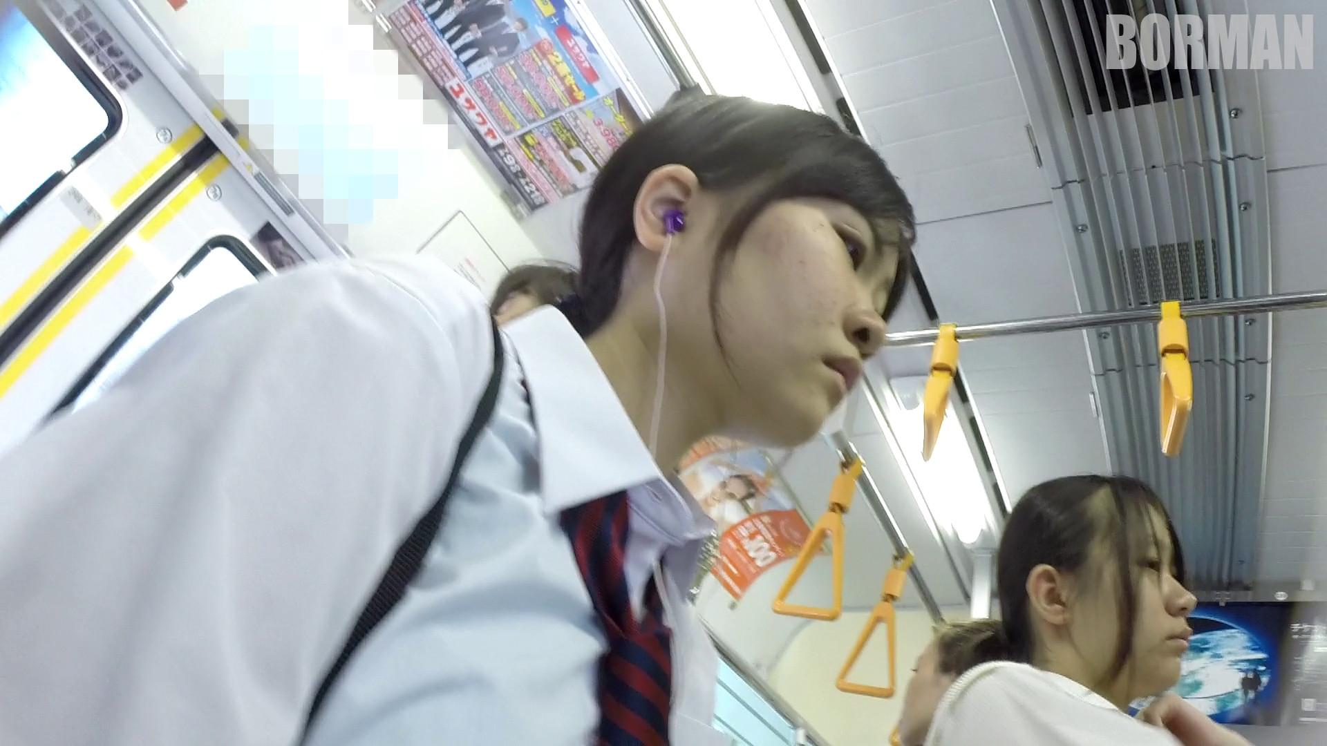 無防備なJKの後ろを付けて電車内で生パンチラじっくり盗撮wwww 939c98f1