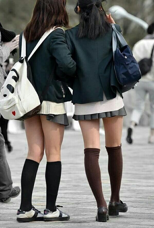 女子高生のニーハイと太もものコントラストがだいすきwwwww 9rEzPaC