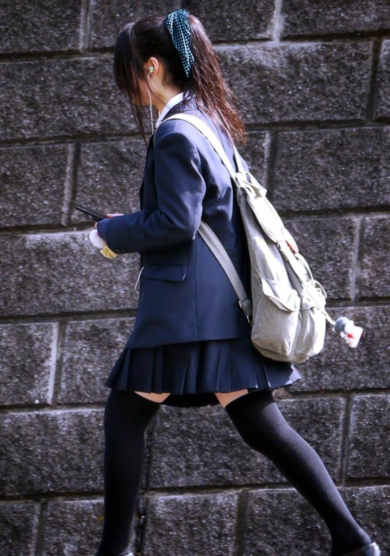 偶然見えちゃった女子校生のお尻が可愛かったエロ画像 EF3oyQA