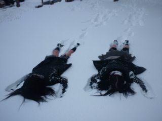 寒さに負けずに生足さらけ出す女子校生の太もも画像 GnhaZev