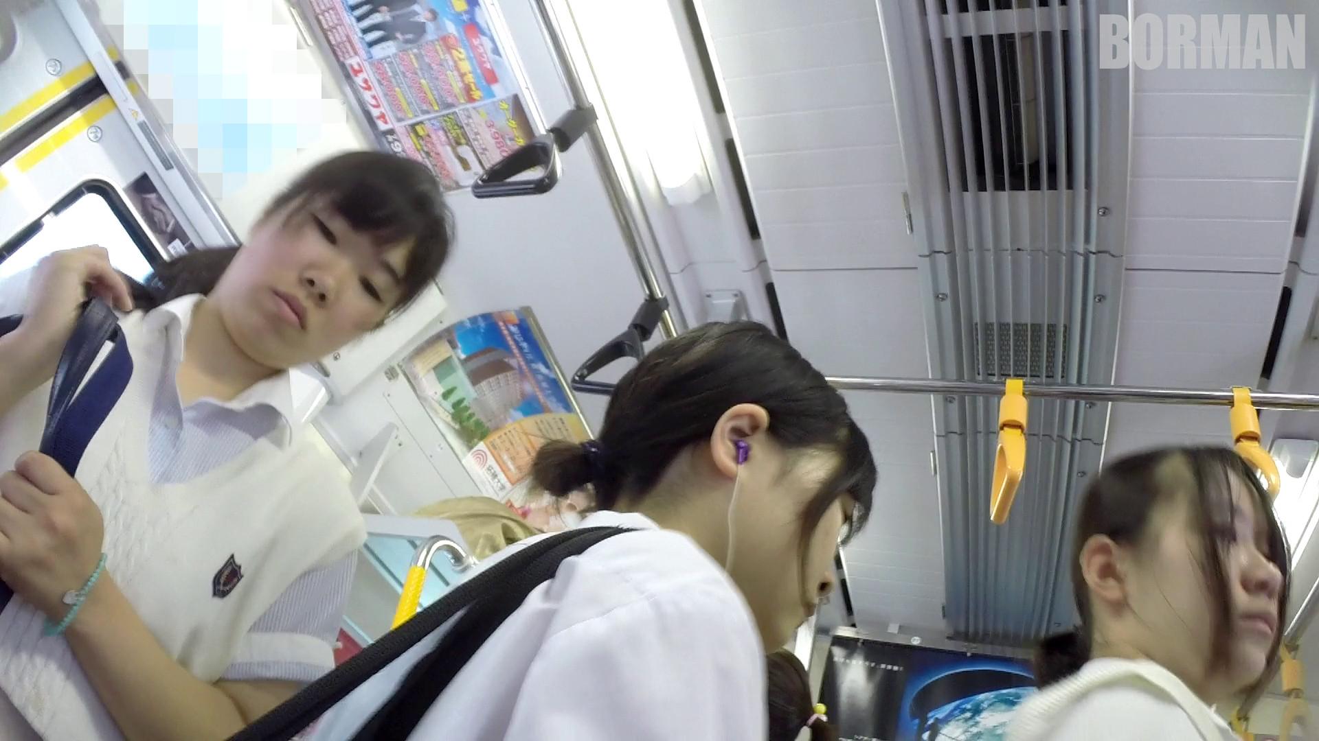 無防備なJKの後ろを付けて電車内で生パンチラじっくり盗撮wwww b6cab400