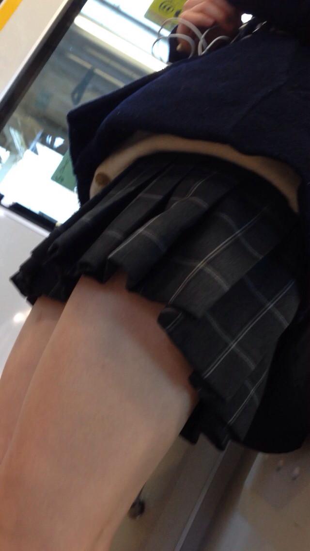 【画像】このJKの太ももにチンコ挟まれて射精に1時間耐えたら100万円 l5igF6t