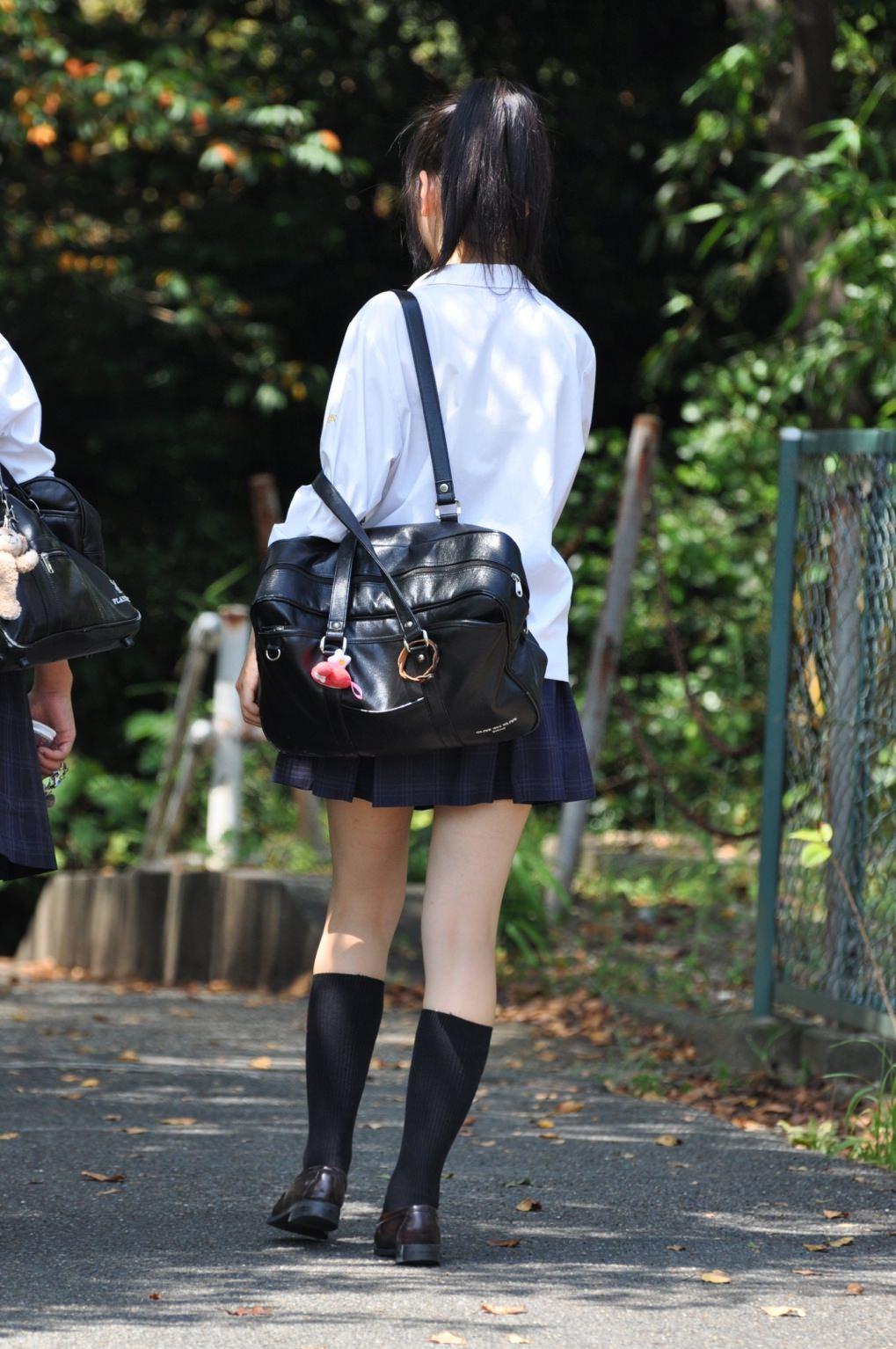 偶然見えちゃった女子校生のお尻が可愛かったエロ画像 vbbvkhp
