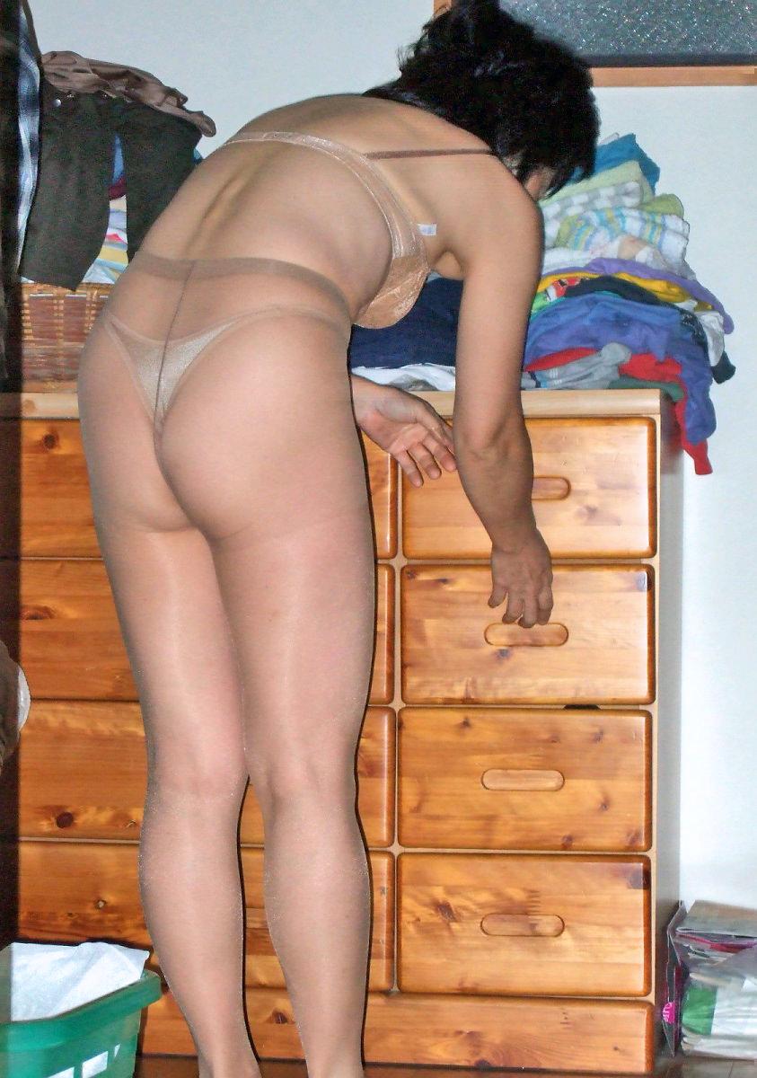 休日は奥さんと自宅でエッチなお遊び!洋服脱がしてエロ画像撮影wwwww 07111