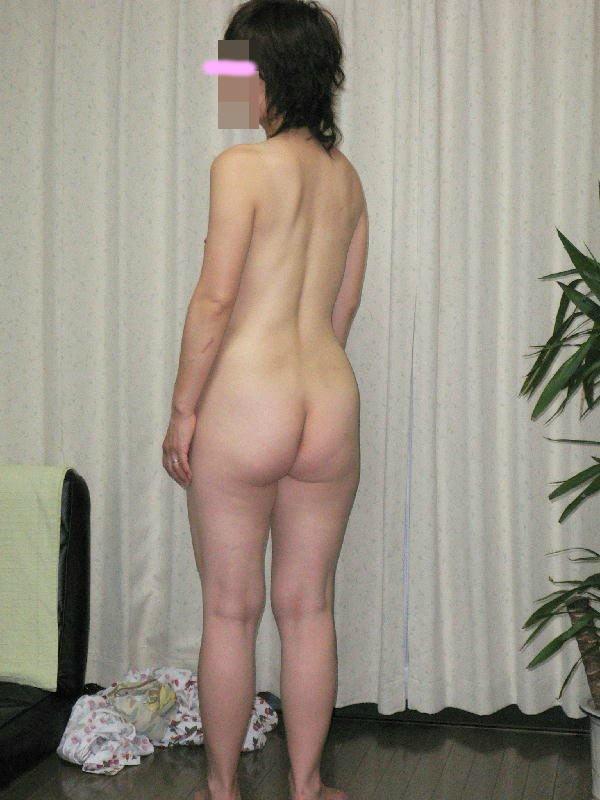 休日は奥さんと自宅でエッチなお遊び!洋服脱がしてエロ画像撮影wwwww 07121