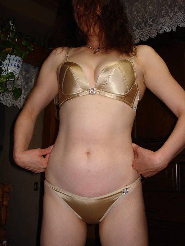休日は奥さんと自宅でエッチなお遊び!洋服脱がしてエロ画像撮影wwwww 07122