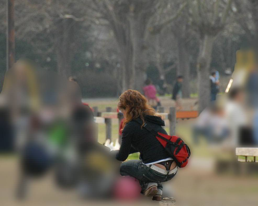 Tバック丸見えの子連れ妻のパンチラを街撮りしちゃいましたw 07169