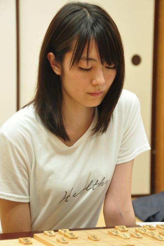 女流プロ棋士の着衣おっぱい画像スレwwwwww 20140729 muroya1