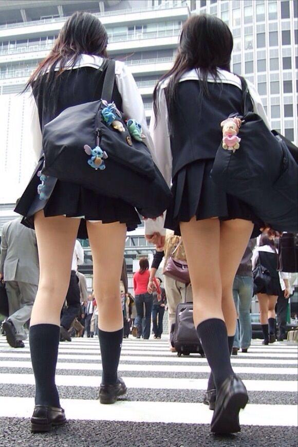 女子高生ナマ足盗撮街撮り素人エロ画像 2601