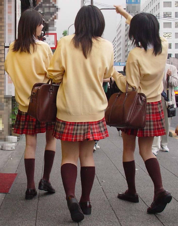 女子高生ナマ足盗撮街撮り素人エロ画像 2608