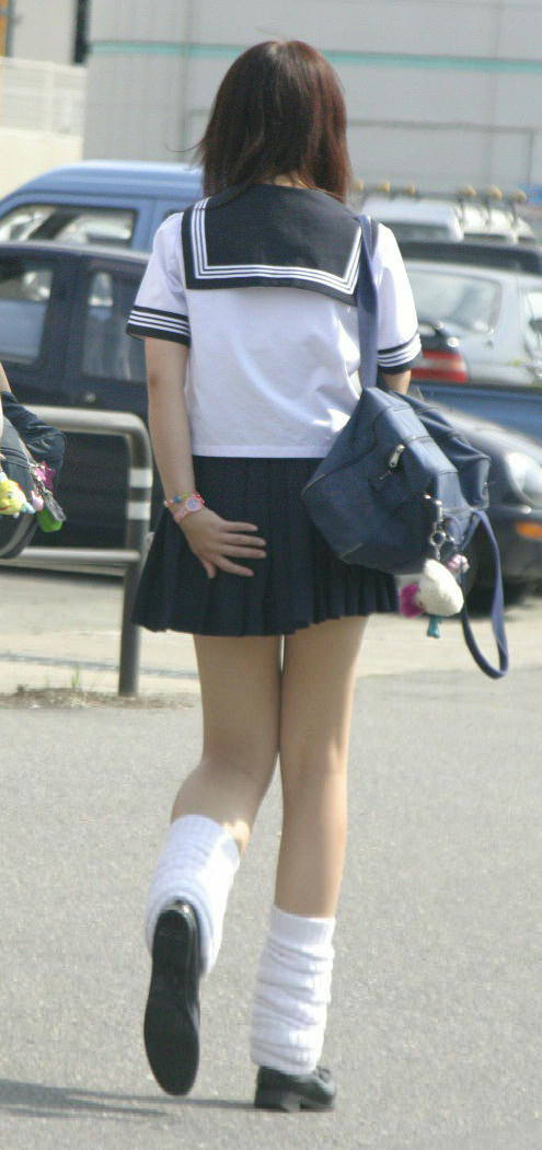 女子高生ナマ足盗撮街撮り素人エロ画像 2639
