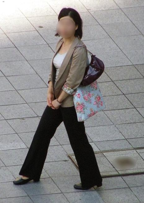 街中でムラムラが抑えられなくなる揉みしだきたい素人の着衣おっぱい!!! 30133