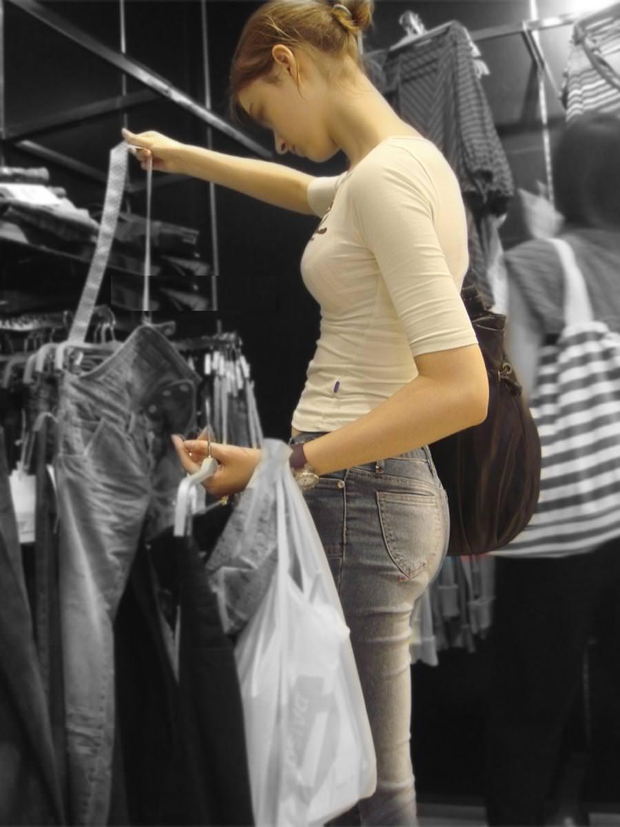 街中でムラムラが抑えられなくなる揉みしだきたい素人の着衣おっぱい!!! 30146