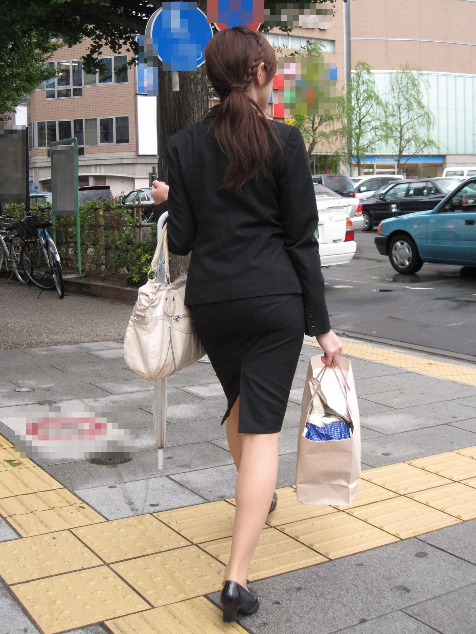 お尻の形が丸わかりなOLさんを尾行して街撮り盗撮www 3054