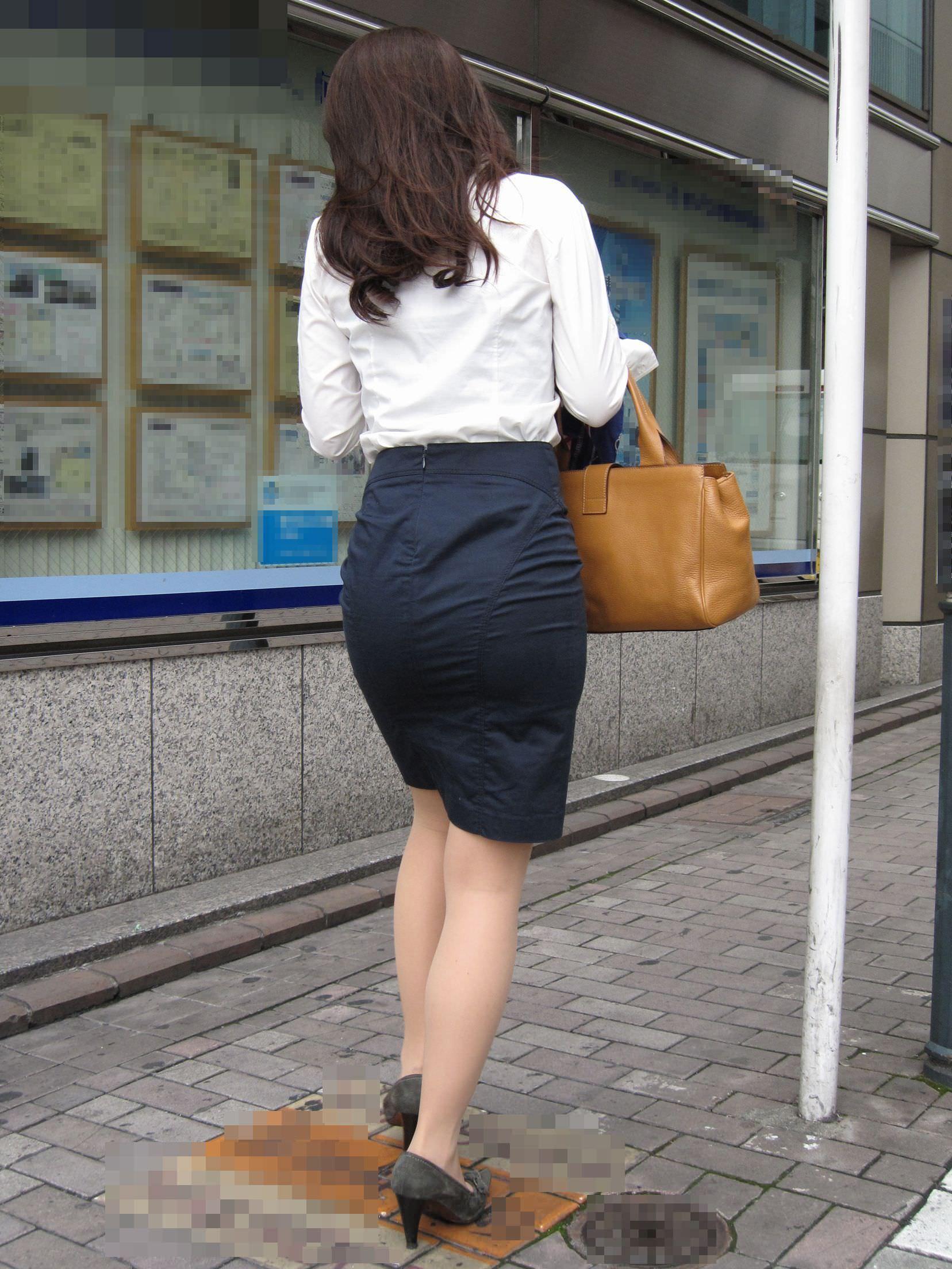お尻の形が丸わかりなOLさんを尾行して街撮り盗撮www 3057