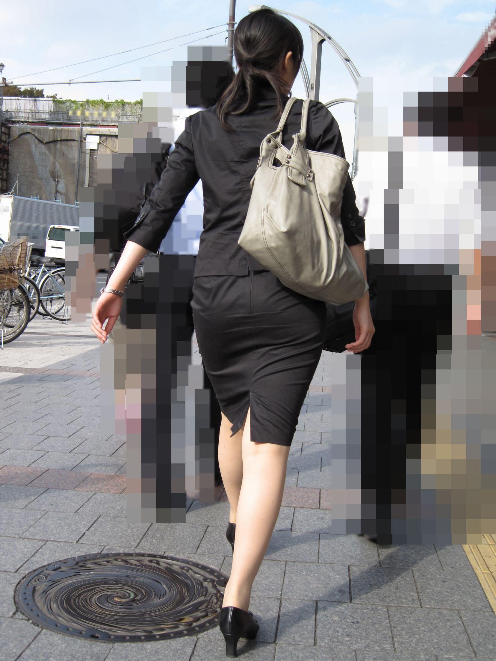 お尻の形が丸わかりなOLさんを尾行して街撮り盗撮www 3062