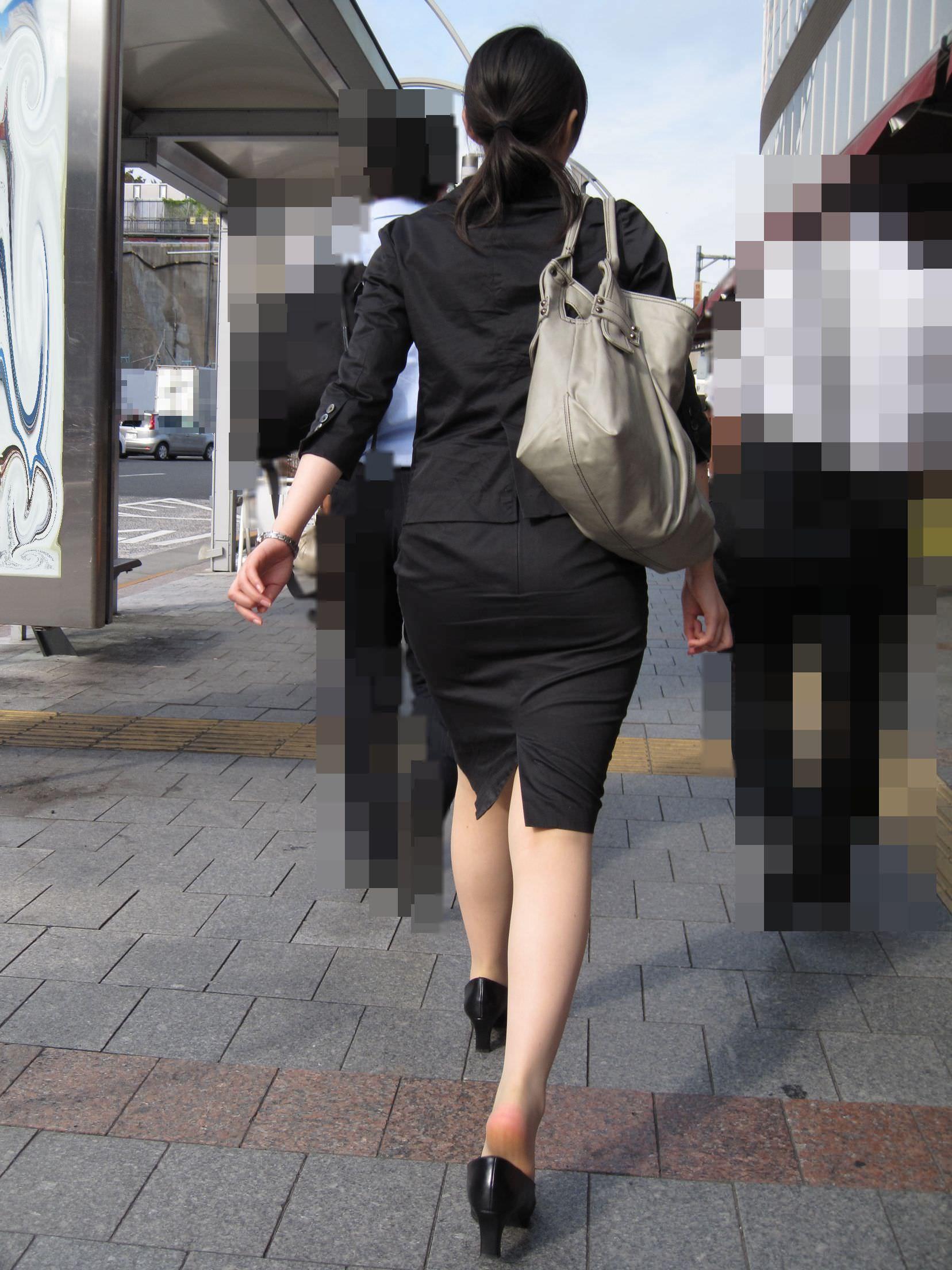 お尻の形が丸わかりなOLさんを尾行して街撮り盗撮www 3063