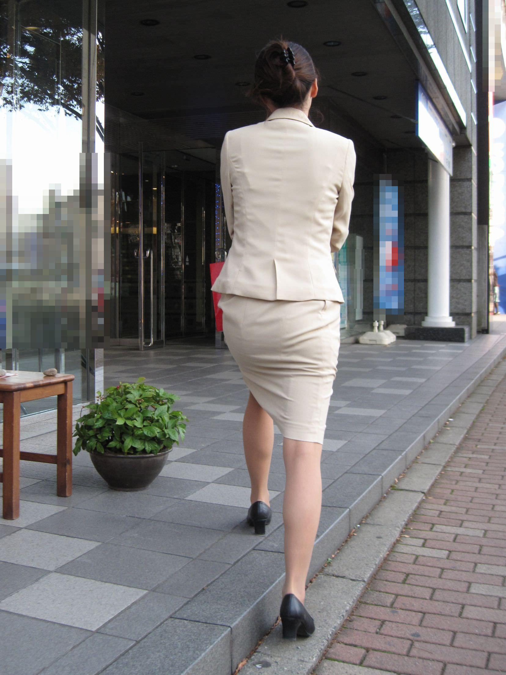 お尻の形が丸わかりなOLさんを尾行して街撮り盗撮www 3064