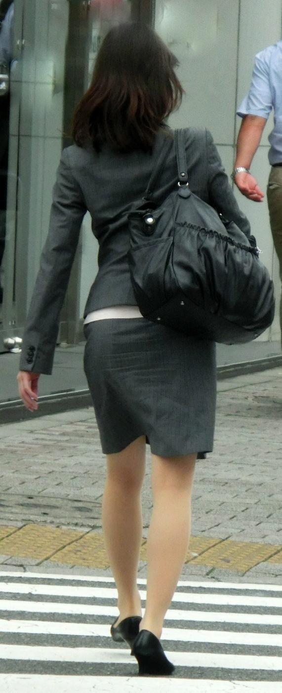 お尻の形が丸わかりなOLさんを尾行して街撮り盗撮www 3066