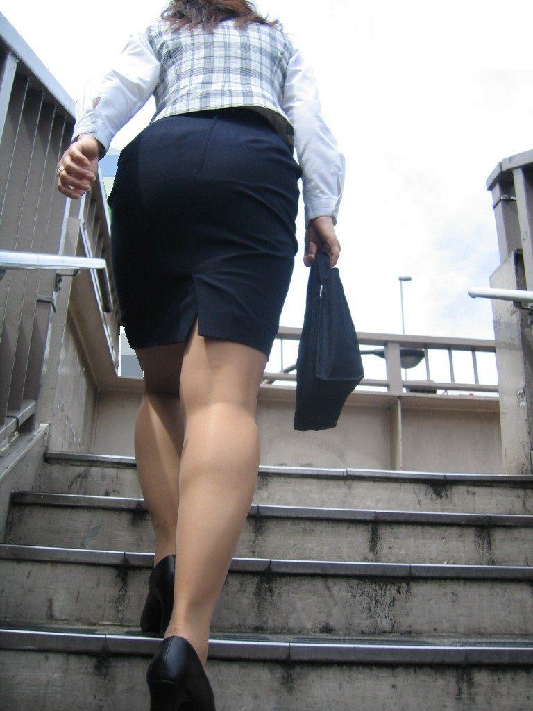 お尻の形が丸わかりなOLさんを尾行して街撮り盗撮www 3070
