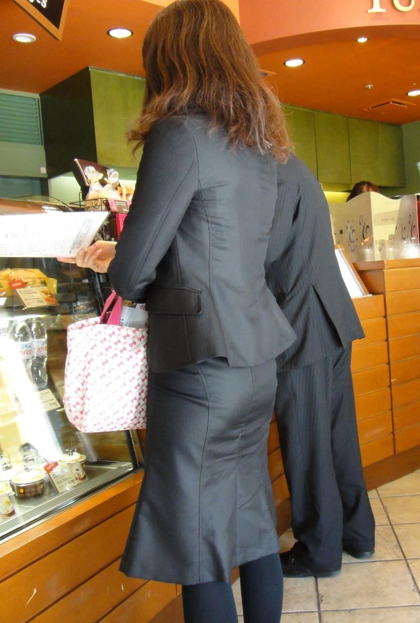 お尻の形が丸わかりなOLさんを尾行して街撮り盗撮www 3071