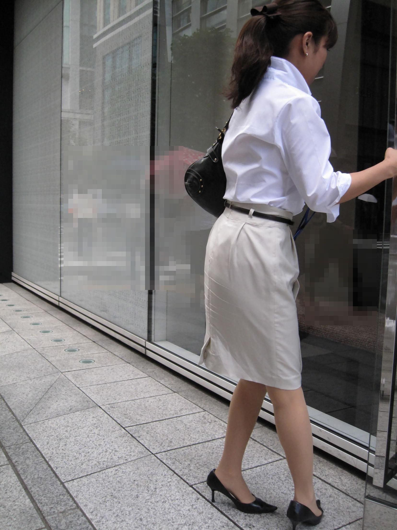 お尻の形が丸わかりなOLさんを尾行して街撮り盗撮www 3072