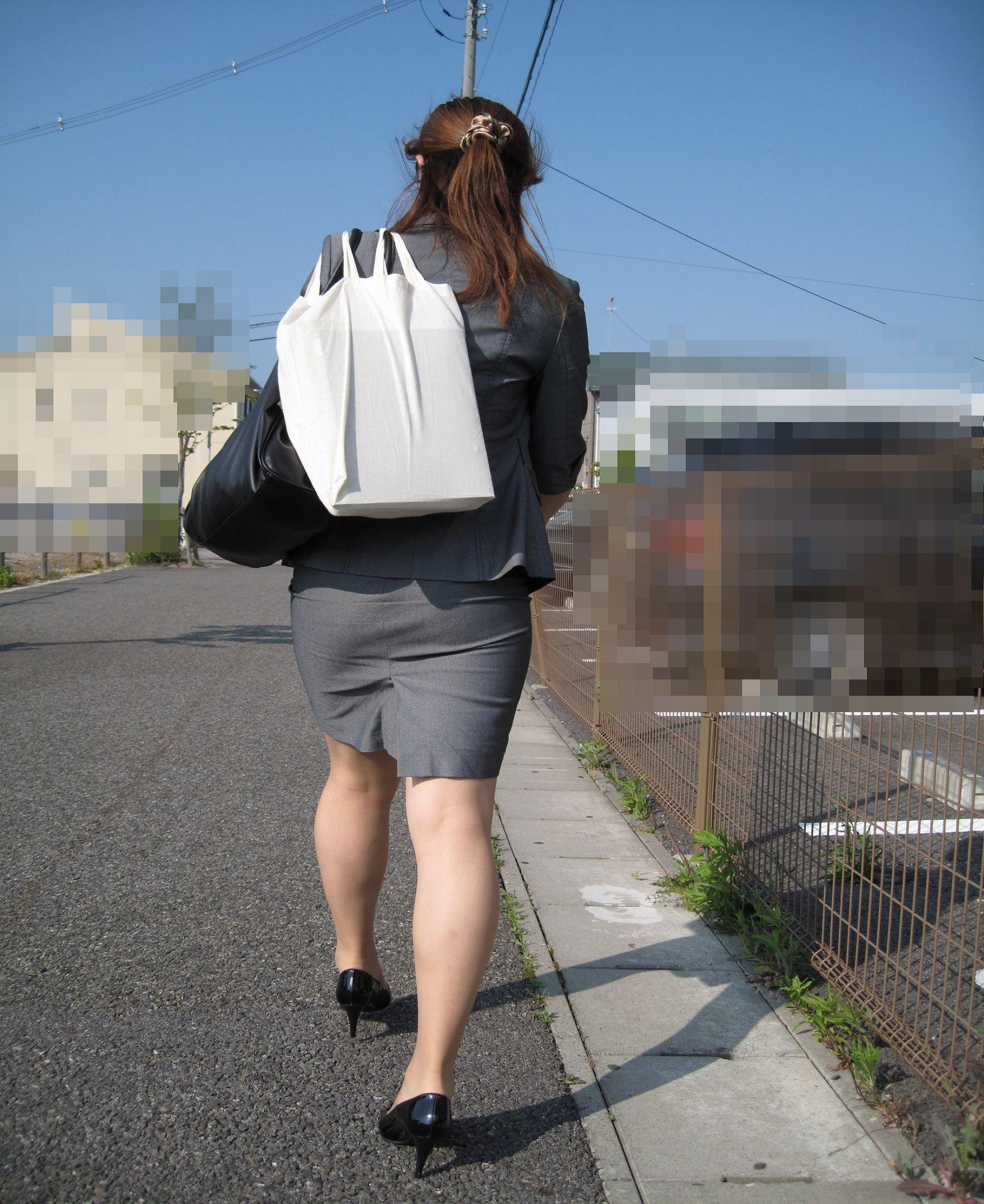 お尻の形が丸わかりなOLさんを尾行して街撮り盗撮www 3074