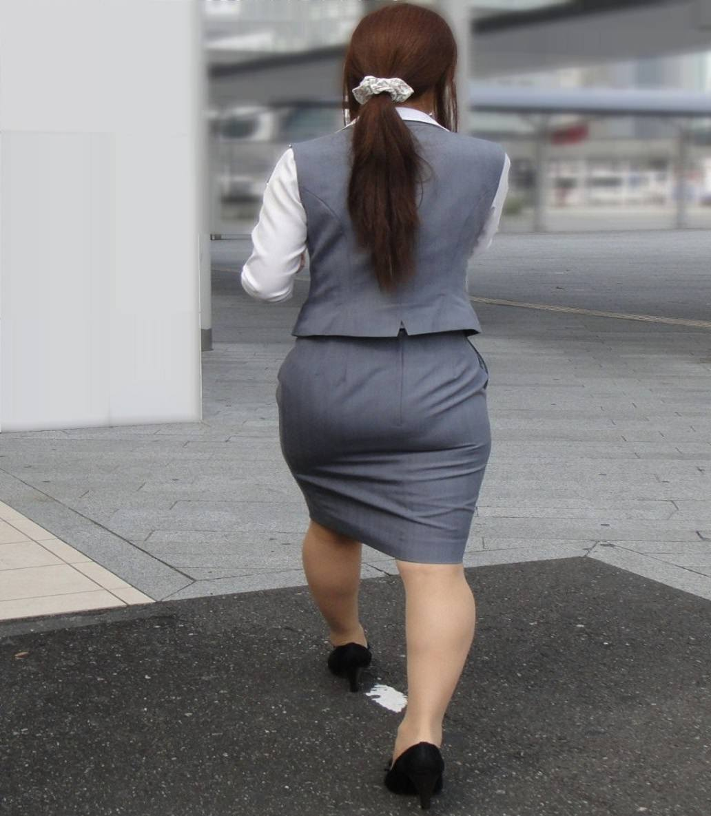 お尻の形が丸わかりなOLさんを尾行して街撮り盗撮www 3075