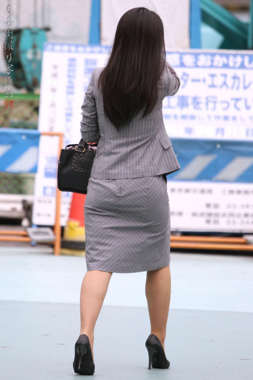 お尻の形が丸わかりなOLさんを尾行して街撮り盗撮www 3076