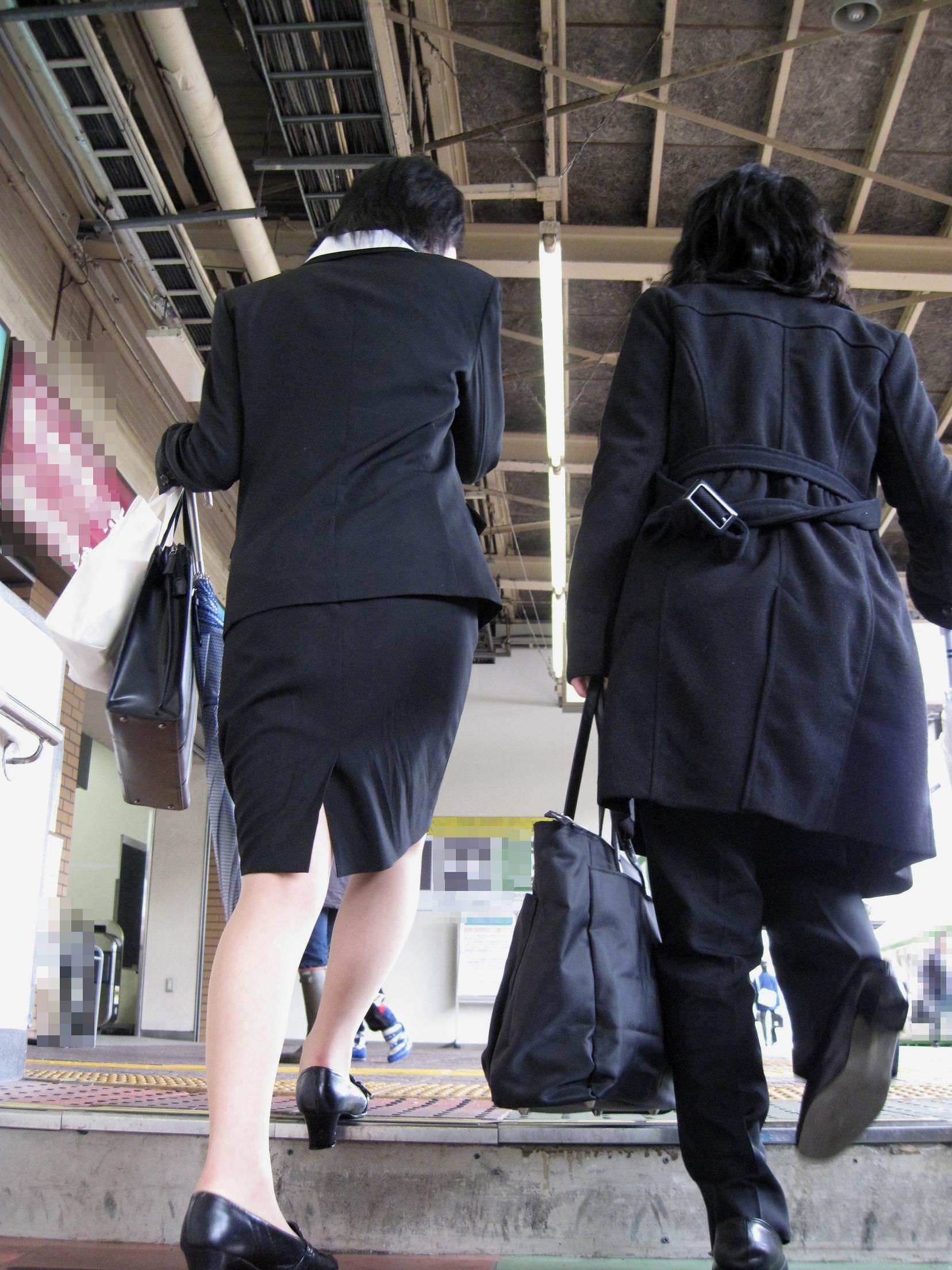 お尻の形が丸わかりなOLさんを尾行して街撮り盗撮www 3078