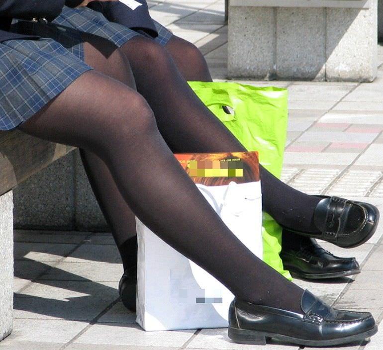 生足も好きだけどJKの黒パンスト画像なんてどうでしょう!!! FE8CxIk