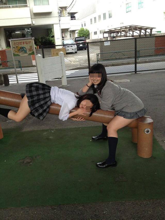 エッチなおふざけする女子高生の日常風景に密着wwww mFnXWoA