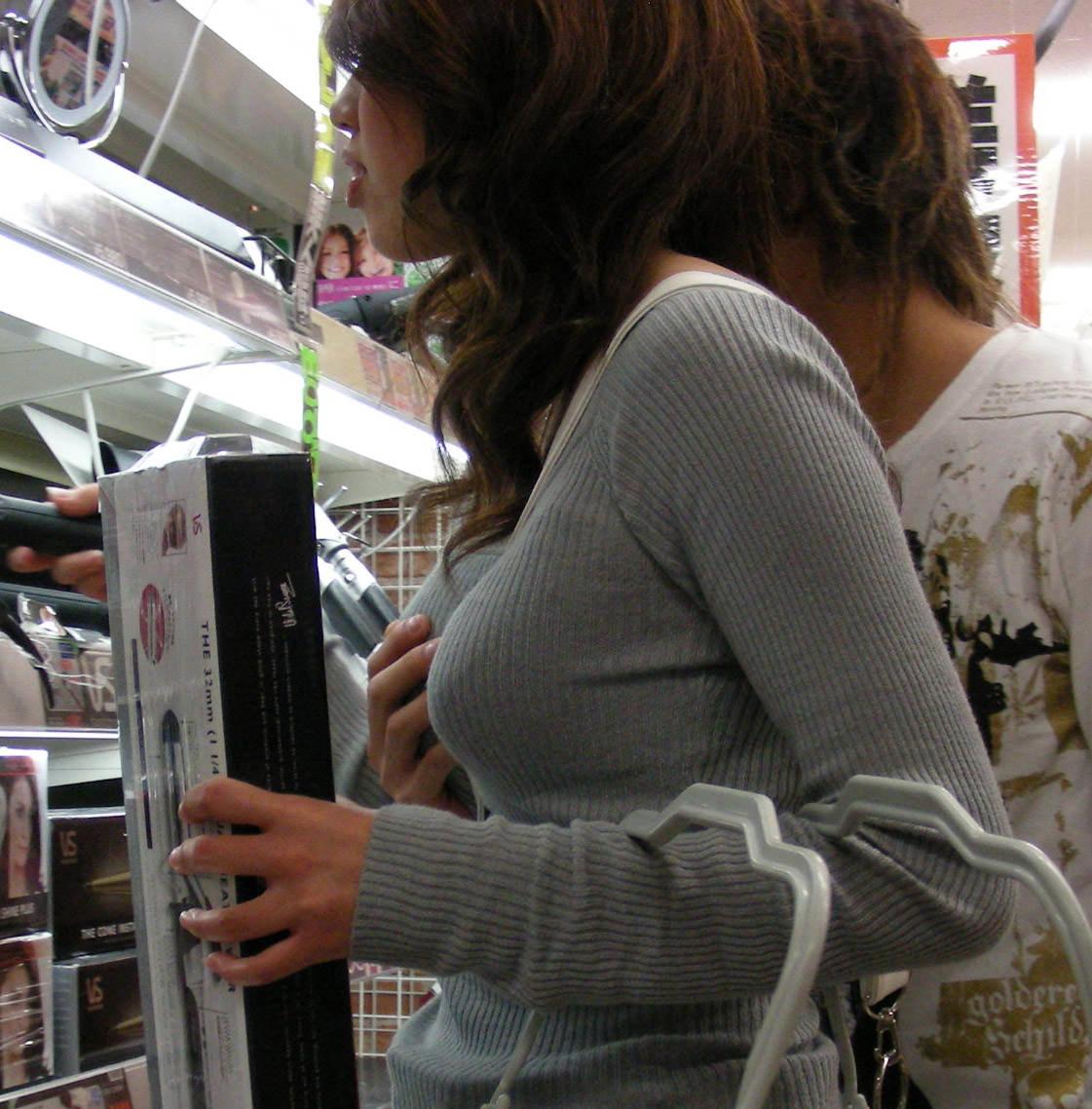 おっぱいの形が丸わかりな素人の着衣おっぱいセーター画像 sirouto knitkyonyu matidori 27004