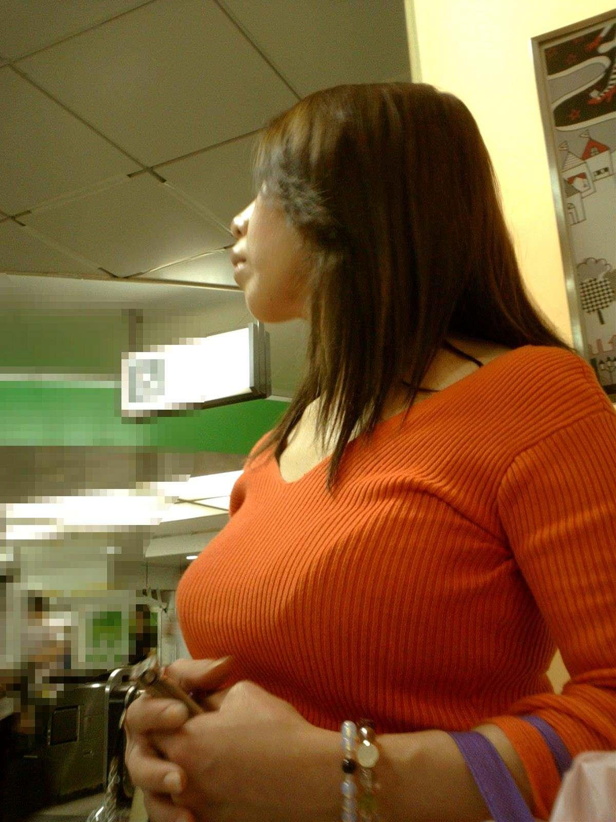 おっぱいの形が丸わかりな素人の着衣おっぱいセーター画像 sirouto knitkyonyu matidori 27027