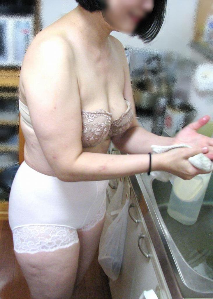 素人のスケべ熟女に一番似合う下着の色は純白だぁーwww 0203