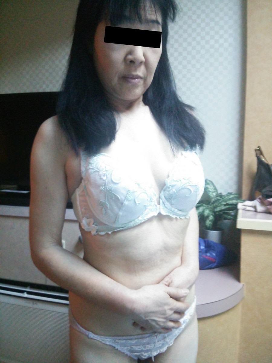 素人のスケべ熟女に一番似合う下着の色は純白だぁーwww 0204