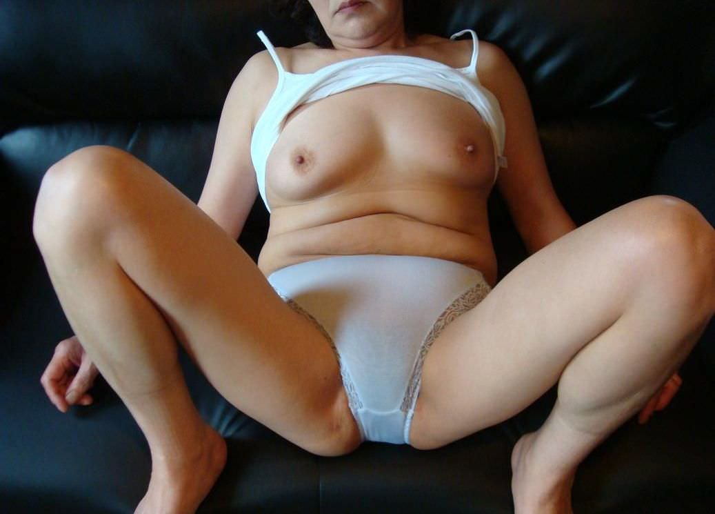 素人のスケべ熟女に一番似合う下着の色は純白だぁーwww 0217