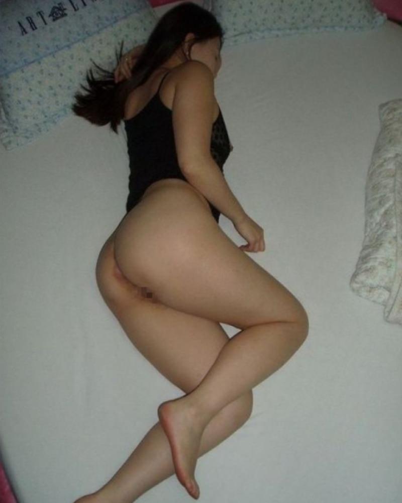 セックスし終わってマッタリしてる彼女さんを撮影した素人エロ画像www 1702