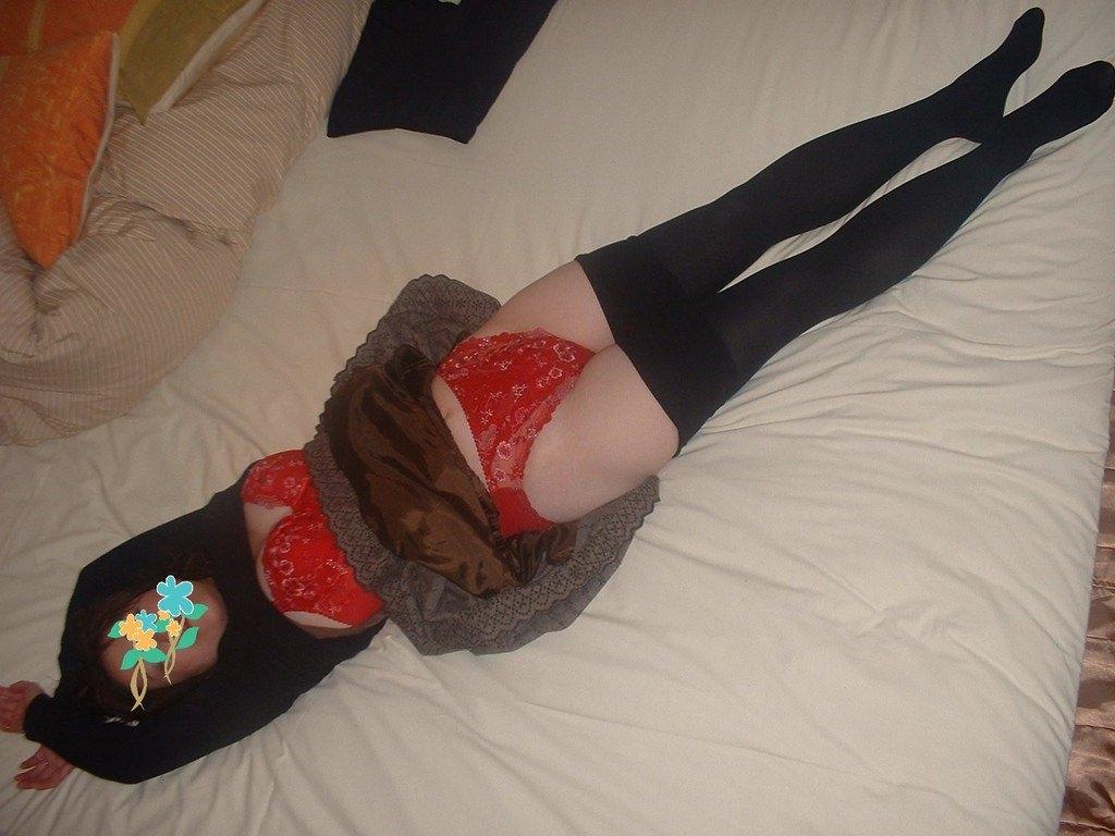 セックスし終わってマッタリしてる彼女さんを撮影した素人エロ画像www 1703