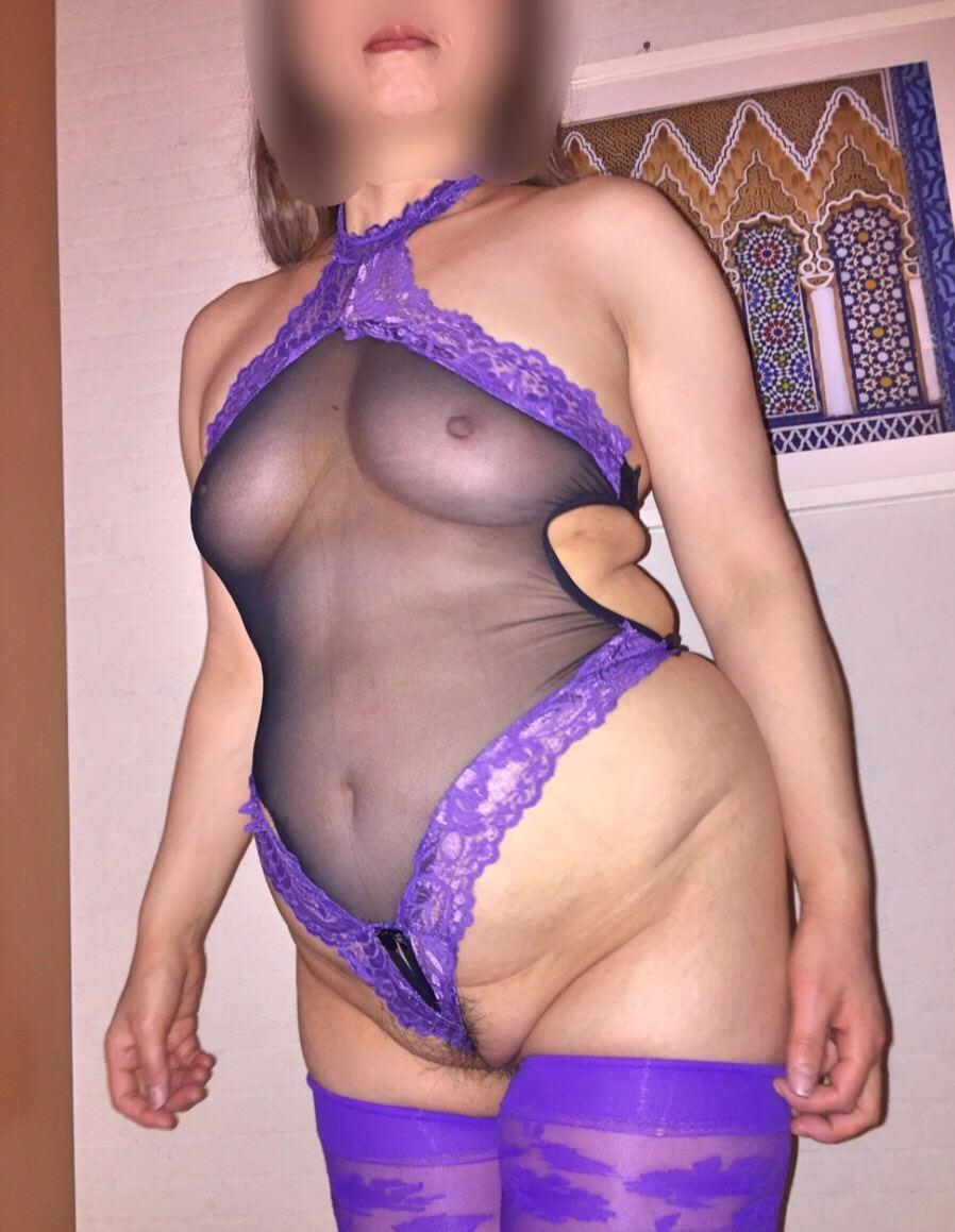 ポチャリ熟年女性の美乳とお腹の贅肉が芸術的過ぎるwww熟女のエッチな下着画像www 17104