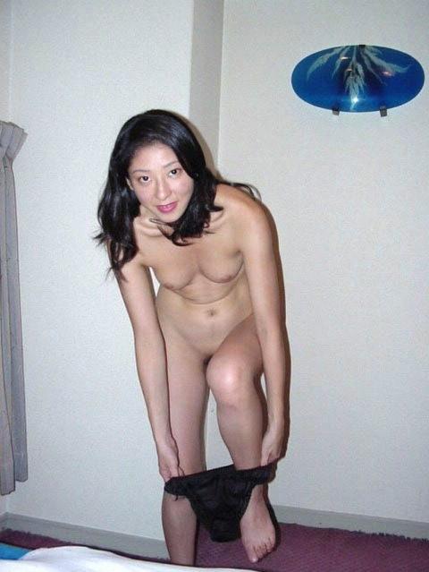 セックスし終わってマッタリしてる彼女さんを撮影した素人エロ画像www 1720