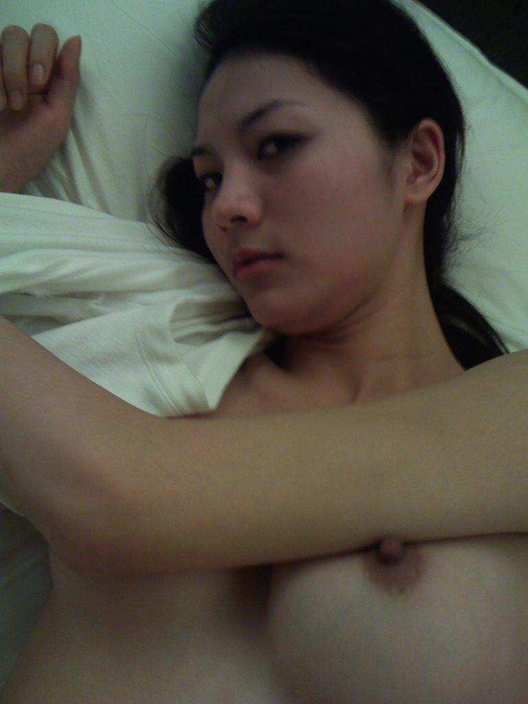 セックスし終わってマッタリしてる彼女さんを撮影した素人エロ画像www 1726