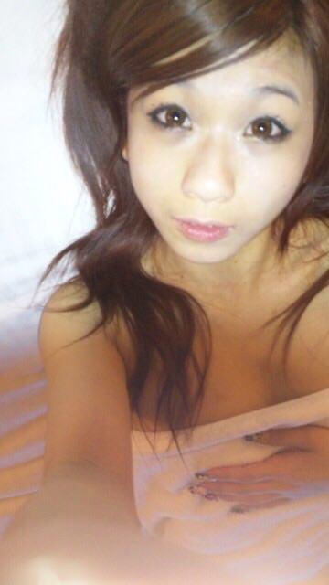 ギャルい素人娘のプライベートなフェラ画像流出www彼氏に吸われるおっぱいとクンニ画像もwww 17293