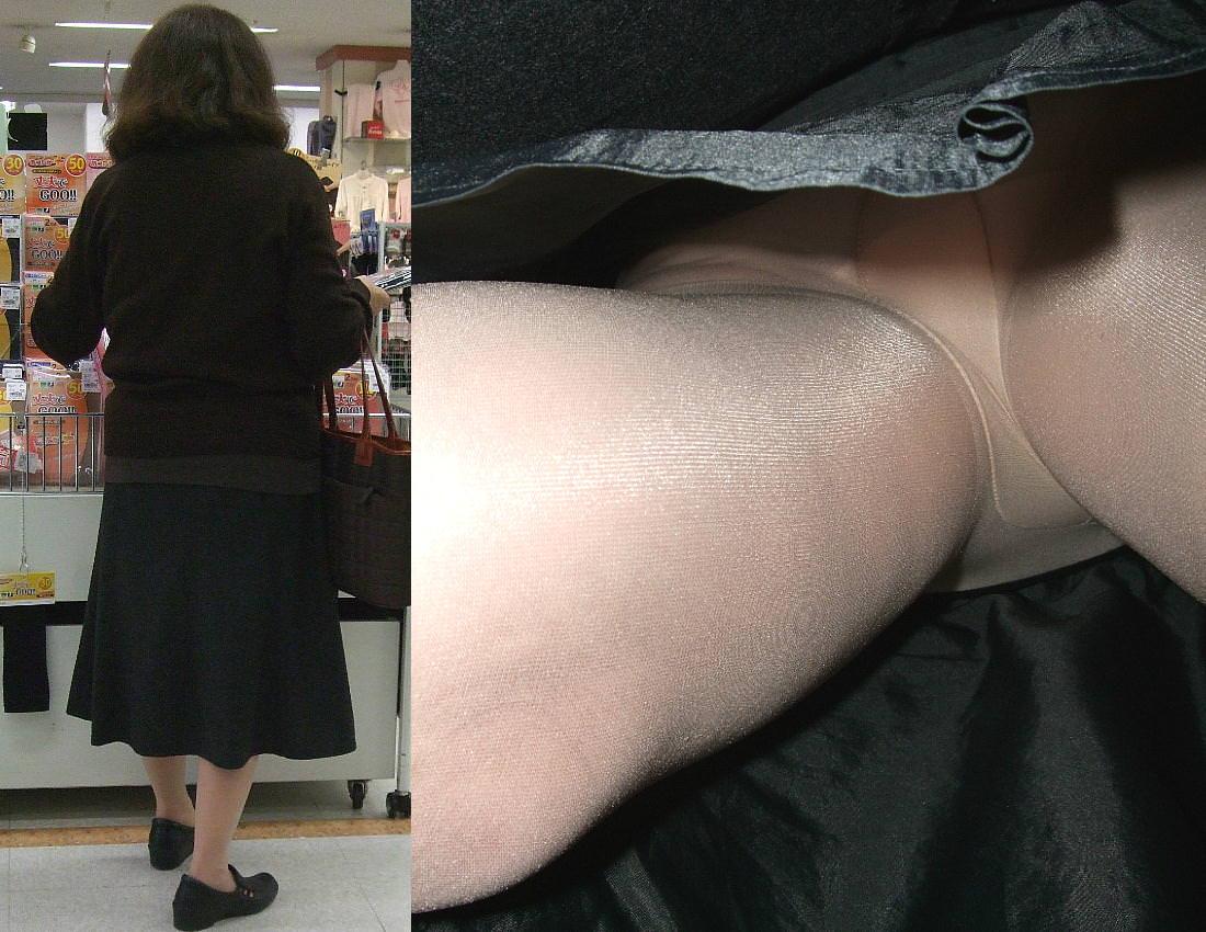 昼間にスーパーで買物中の人妻をこっそり付けてパンモロ画像を逆さ撮りwww 17469