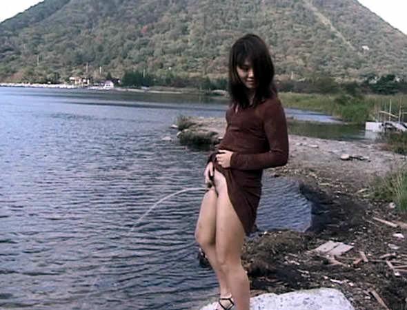 可愛い女性の恥ずかしいオシッコ放尿シーンwwwwwwwwww 17547