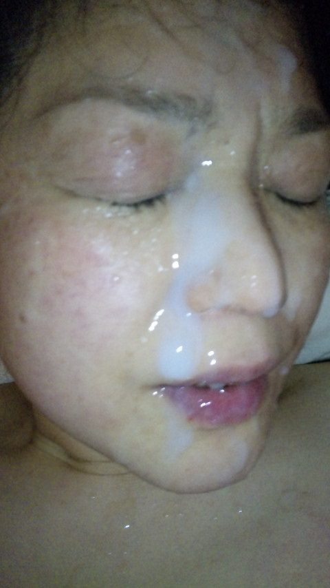 不本意だけど彼氏のためなら・・・彼女の顔に臭いザーメン大量顔射www 17550