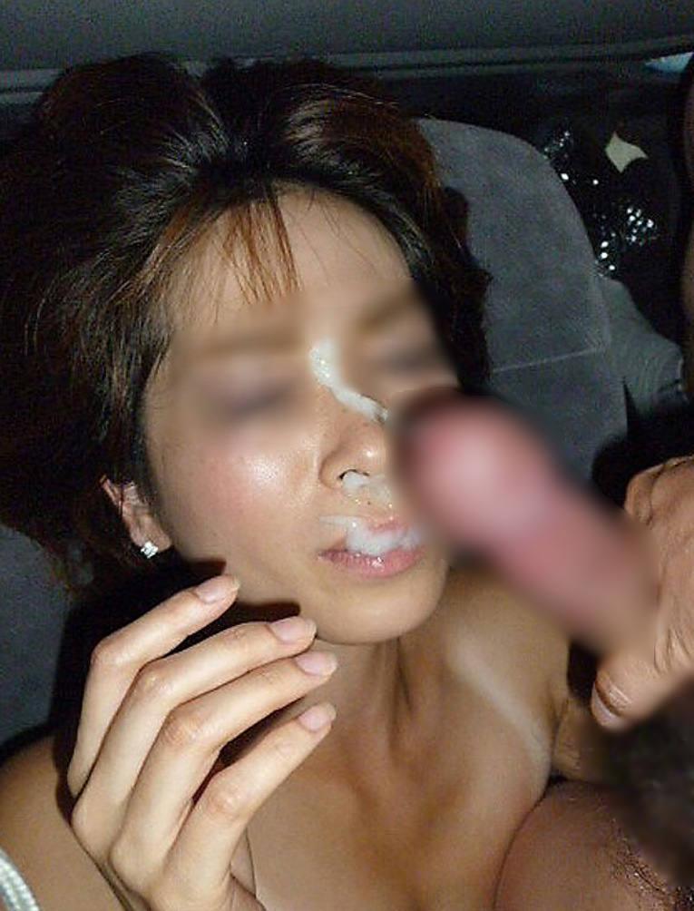 不本意だけど彼氏のためなら・・・彼女の顔に臭いザーメン大量顔射www 17551