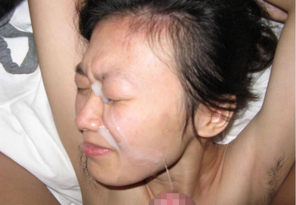 不本意だけど彼氏のためなら・・・彼女の顔に臭いザーメン大量顔射www 17553